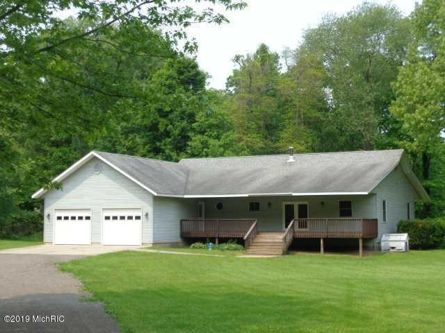 2790 Oak Forest Road, Buchanan, MI 49107
