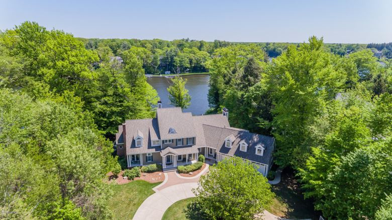 19128 Rosemary Road, Spring Lake, MI 49456