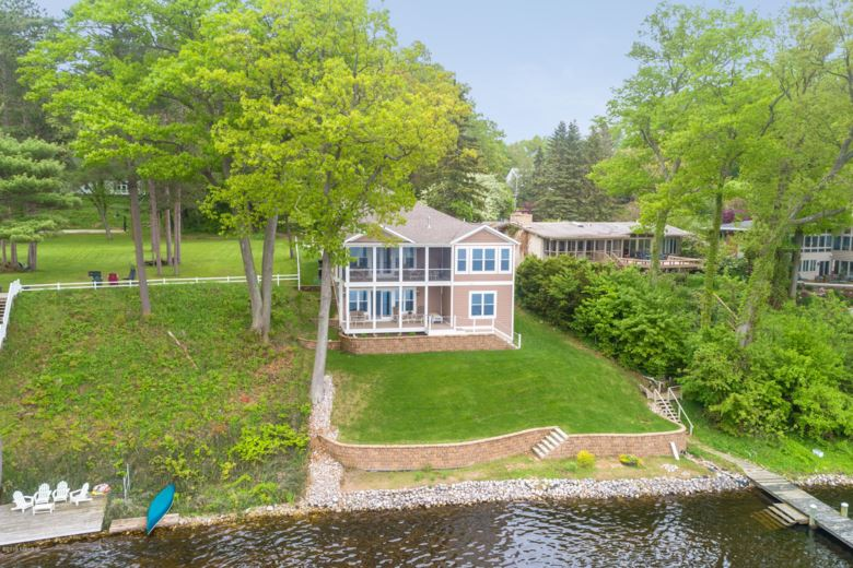 17869 Oakwood Drive, Spring Lake, MI 49456