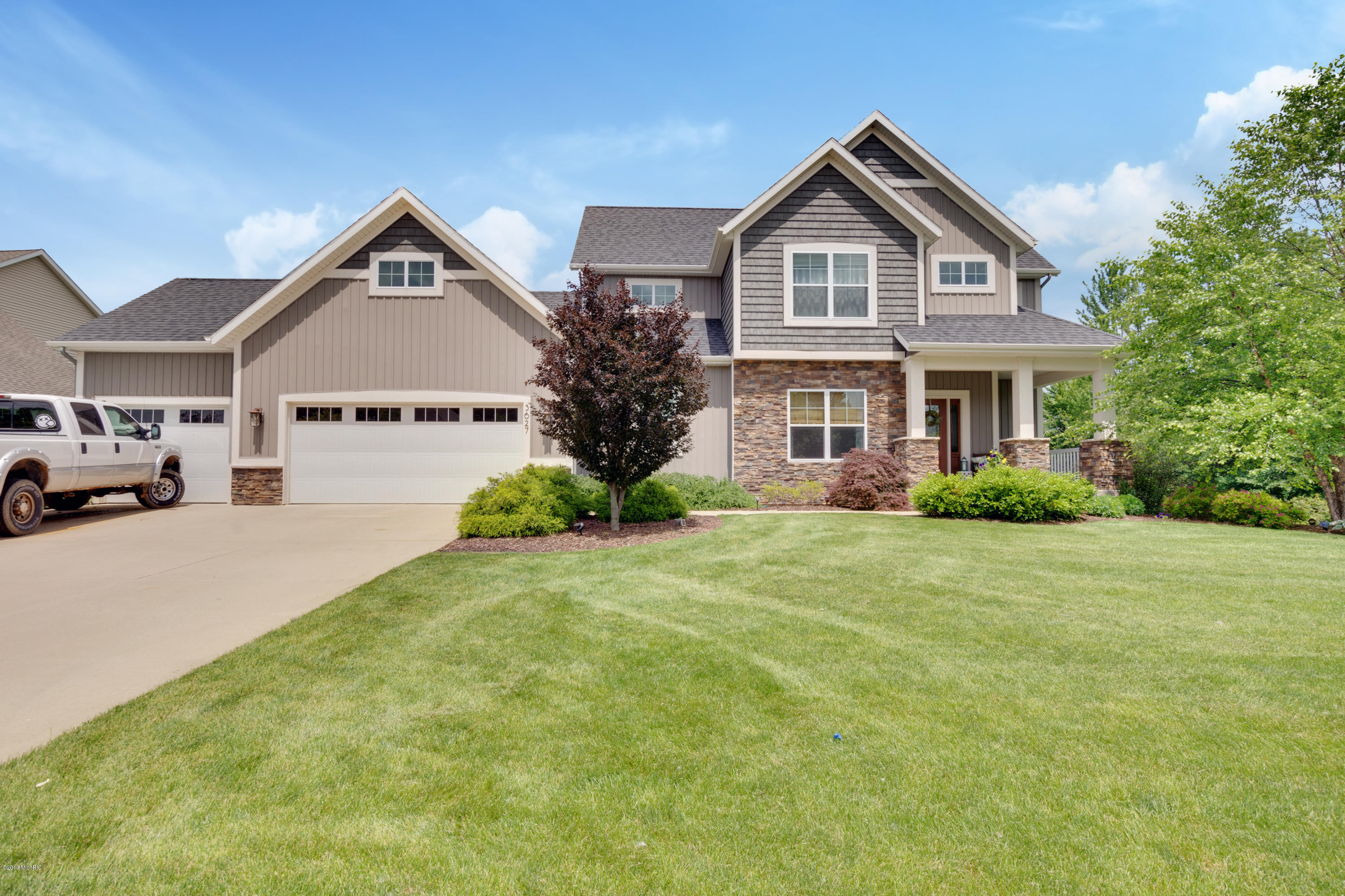 3627 Maplebrook Drive NW, Walker, MI 49534