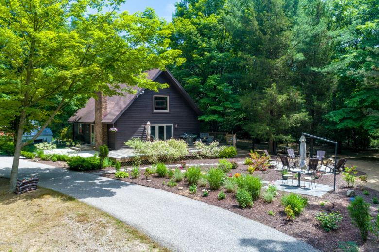 9895 Beach Ridge Court, West Olive, MI 49460