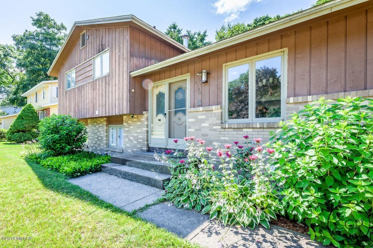 4705 Sandy Lane, Whitehall, MI 49461