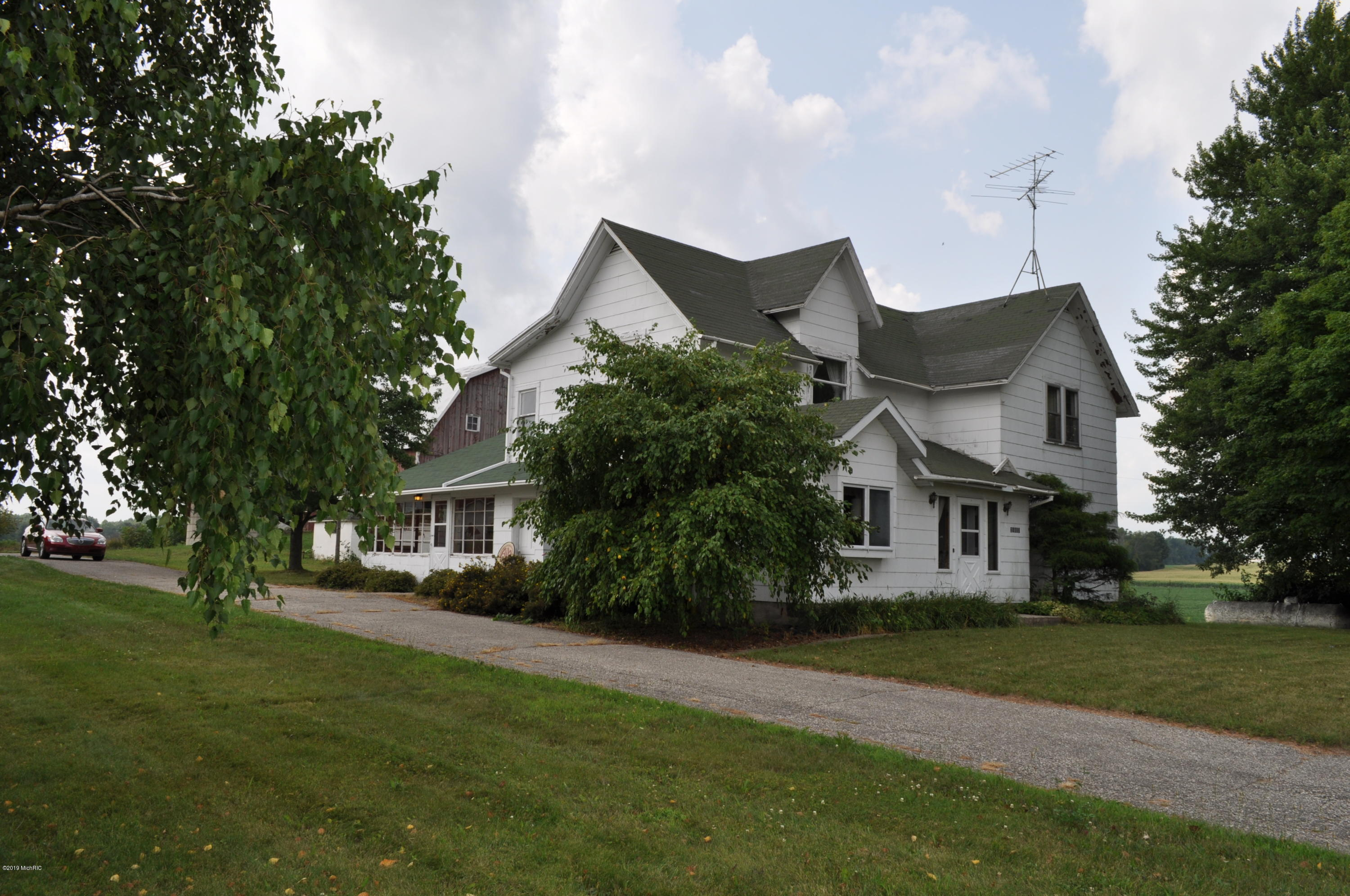 21837 Kenowa Avenue, Conklin, MI 49403