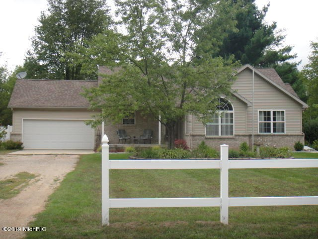 865 18 Mile Road, Kent City, MI 49330
