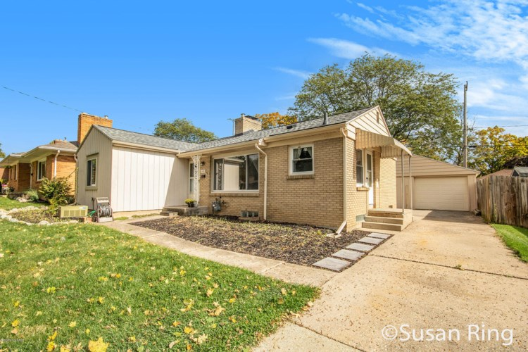 1530 Carlton Avenue NE, Grand Rapids, MI 49505