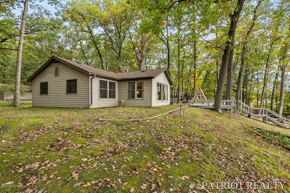 8948 Pear Avenue, Newaygo, MI 49337