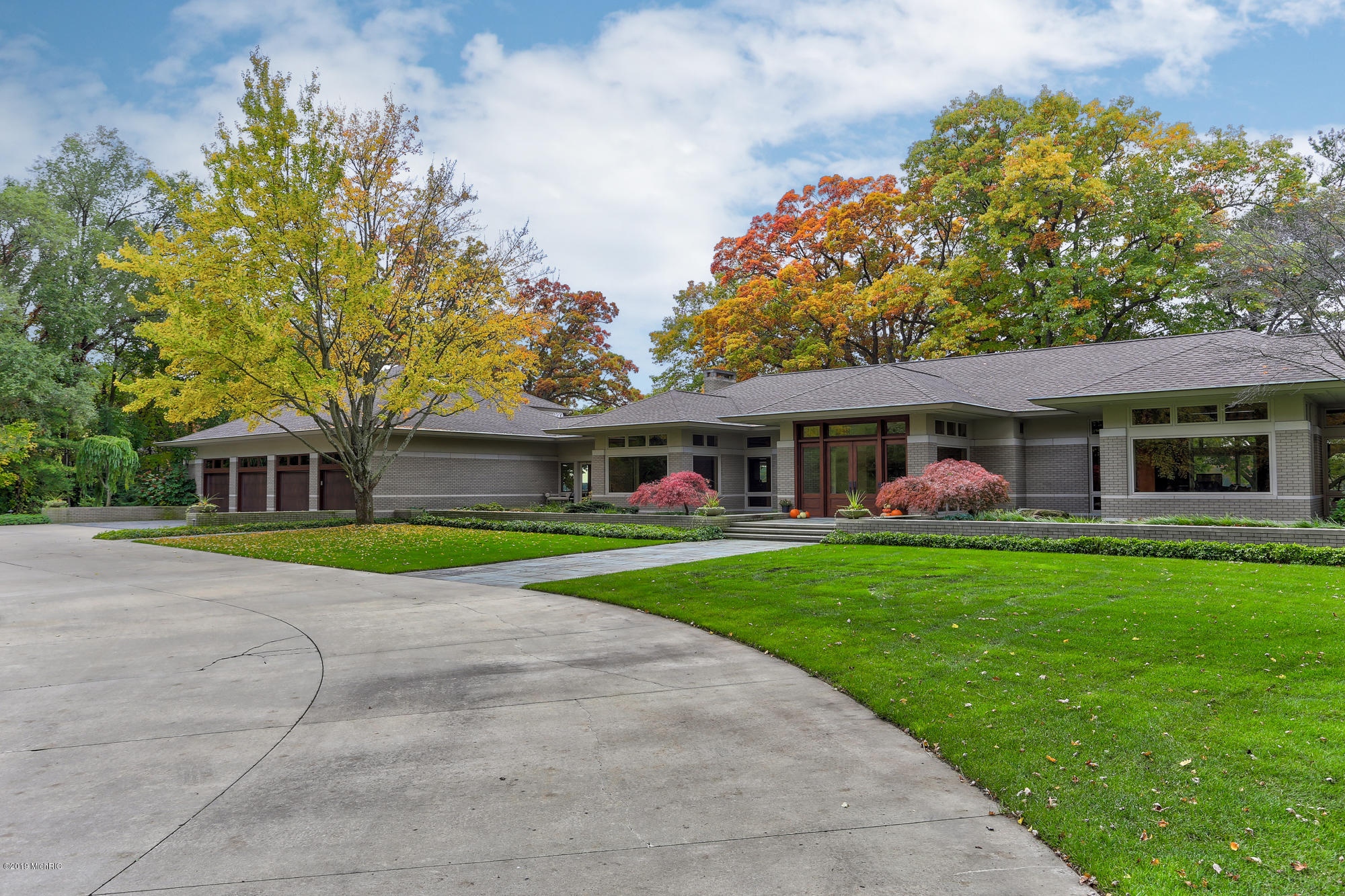 17971 N Fruitport Road, Spring Lake, MI 49456