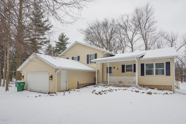 56046 Shady Lane, Three Rivers, MI 49093