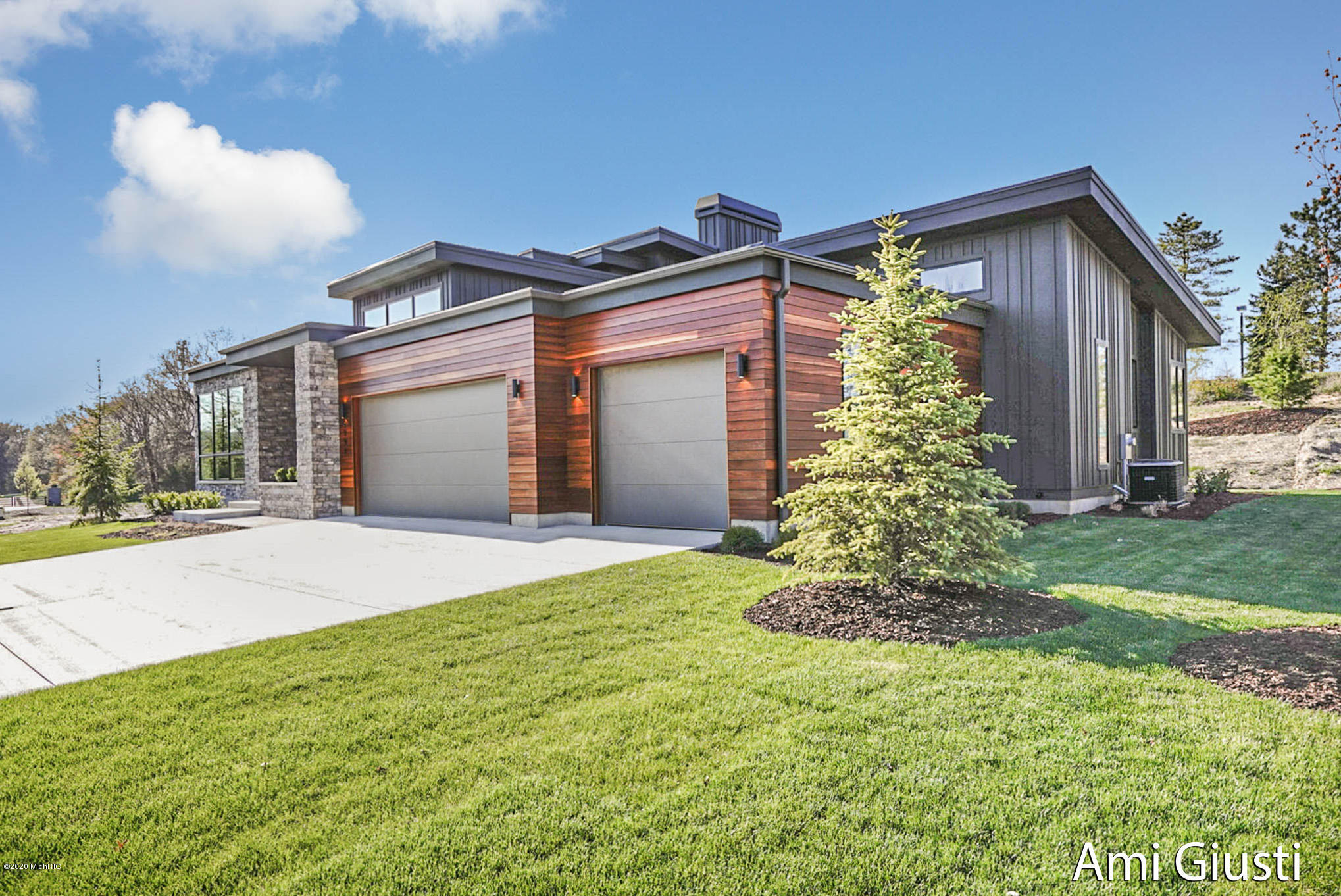 6551 Round Hill Court SE, Grand Rapids, MI 49546