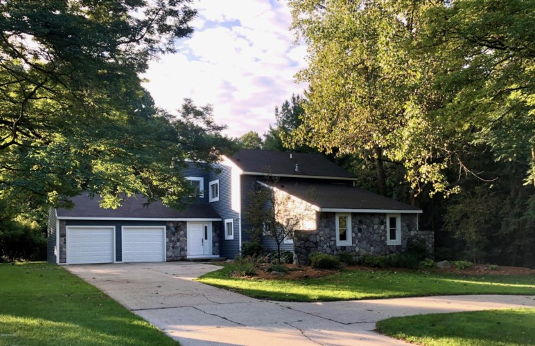 2900 Canyonside Court NE, Grand Rapids, MI 49525