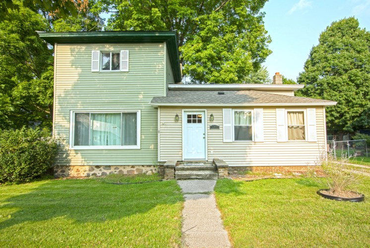 215 S Sherwood Avenue, Plainwell, MI 49080