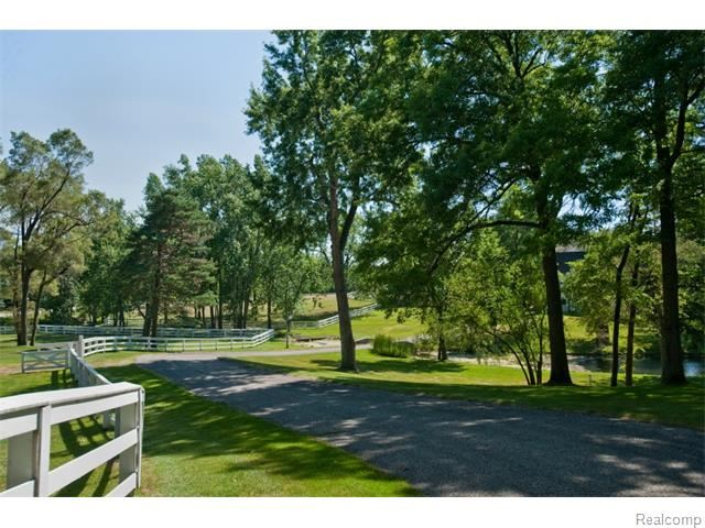 2670 Turtle Lake, Bloomfield Hills, MI 48302