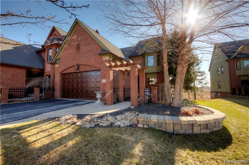 3655 Bay Harbor Drive, Brighton, MI 48114