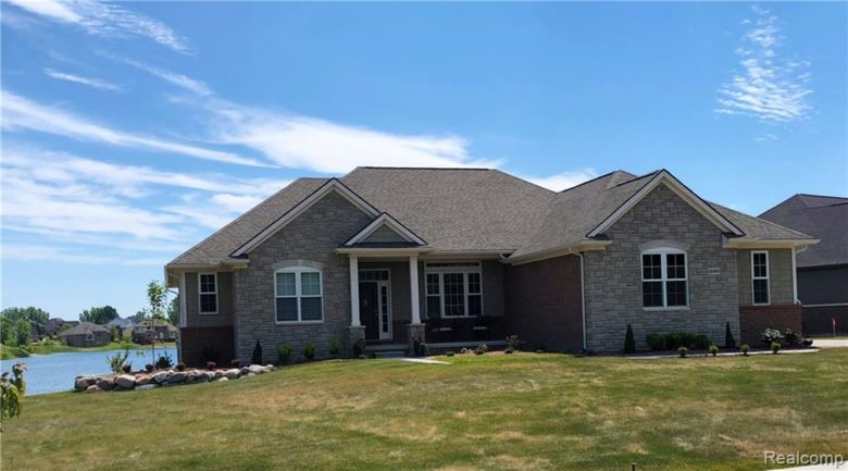 1150 GLASS LAKE Circle, Oxford, MI 48371