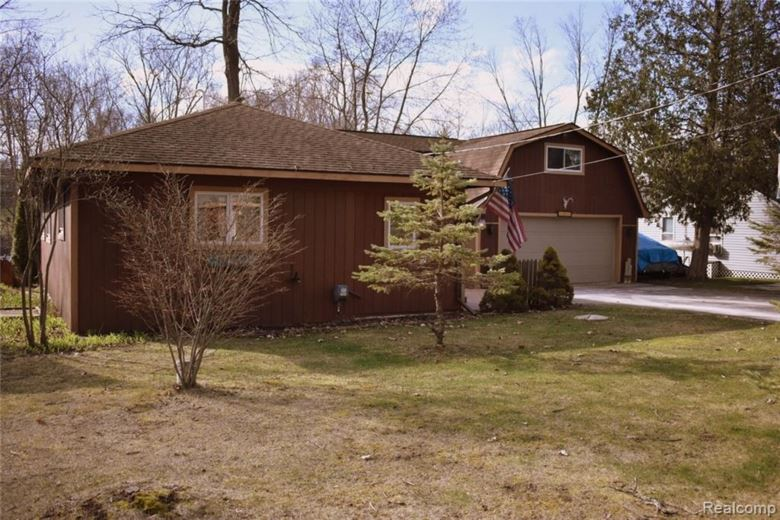 6415 RIVERDALE Drive, Whitmore Lake, MI 48189