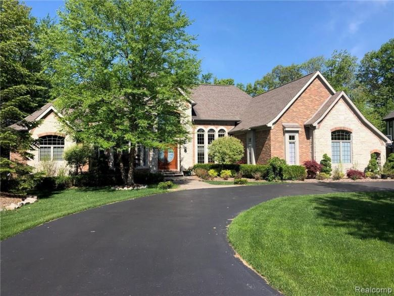 7115 OAK RIDGE Court, Clarkston, MI 48346