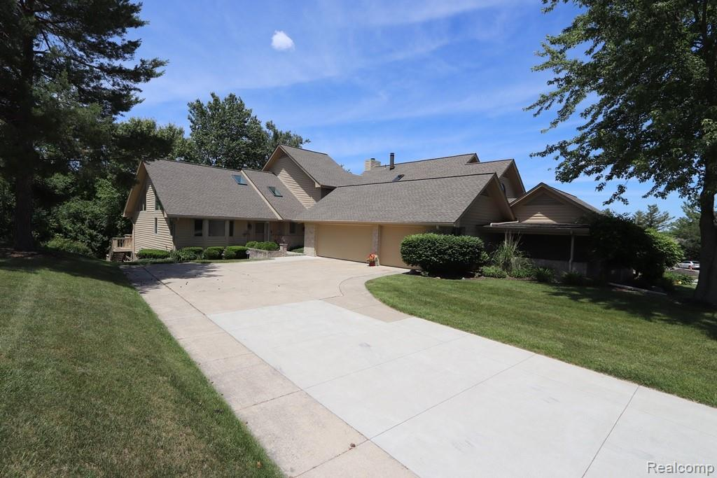 8066 PEPPERWOOD Drive, Grand Blanc, MI 48439