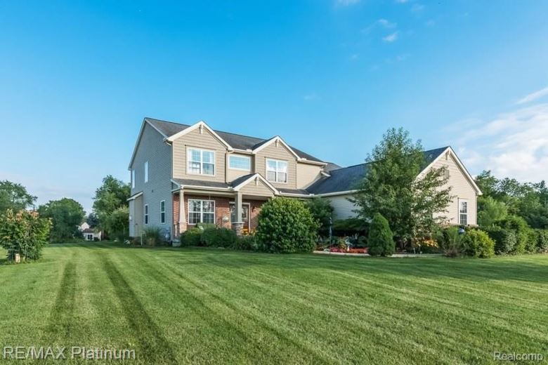 10882 DOVES Point, Brighton, MI 48114