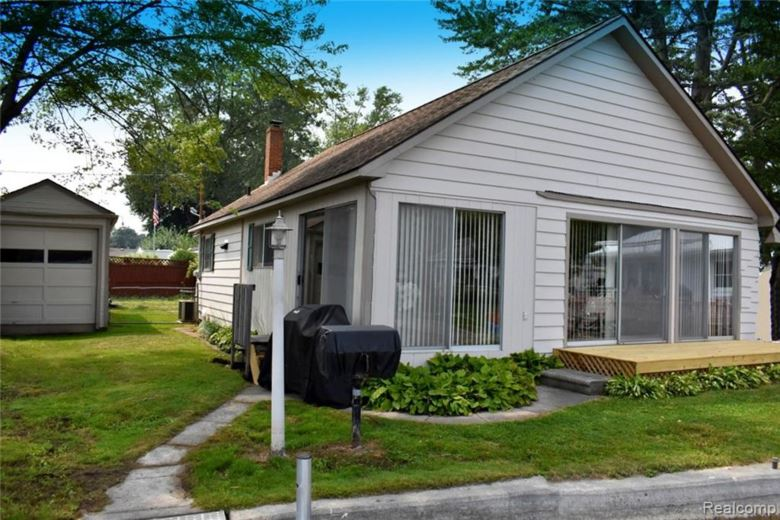 416 LAKEVIEW Drive, Gregory, MI 48137