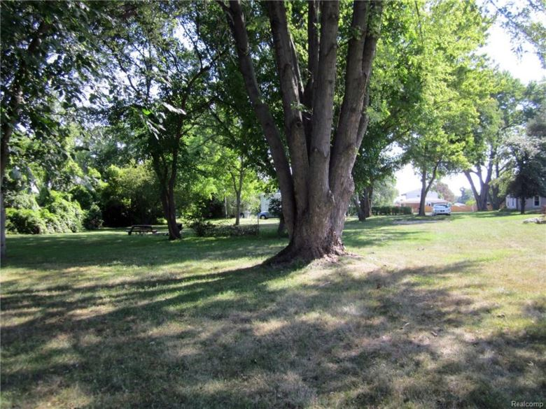 30031 DEQUINDRE Road, Madison Heights, MI 48071