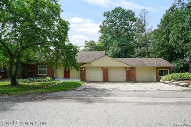 3928 Fieldview Avenue, West Bloomfield, MI 48324