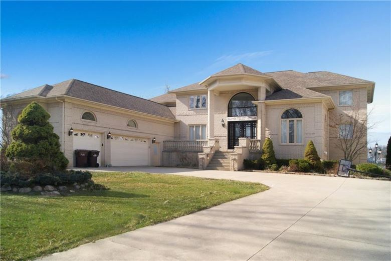 8629 PINE COVE Drive, Commerce Twp, MI 48382