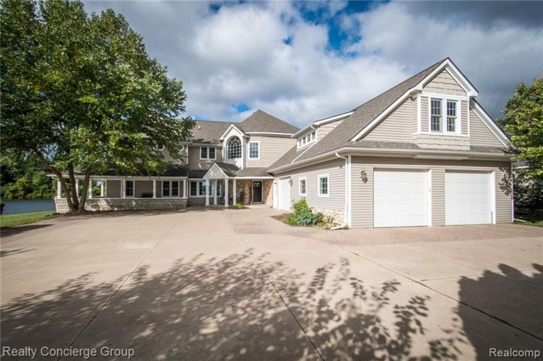 9038 HUNTER BAY DRIVE, Brighton, MI 48114
