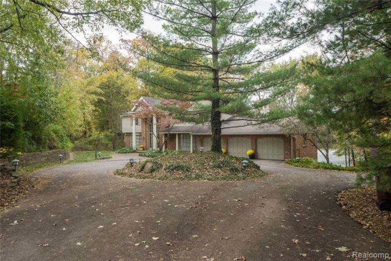 56853 MOUNT VERNON Road, Shelby Twp, MI 48316