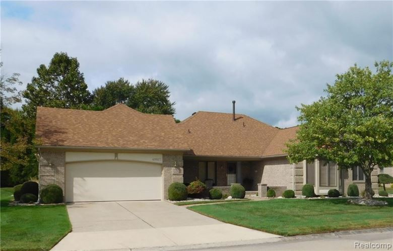 49927 SCHOONER Court, Chesterfield, MI 48047