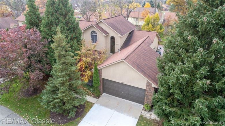 6328 ASHWOOD Lane, West Bloomfield, MI 48322