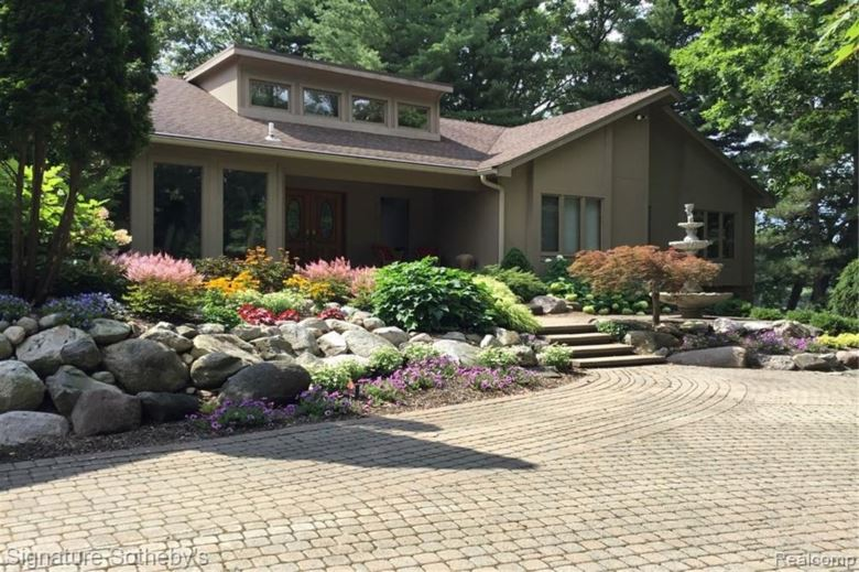5701 KNOBBY Hill, Highland, MI 48357