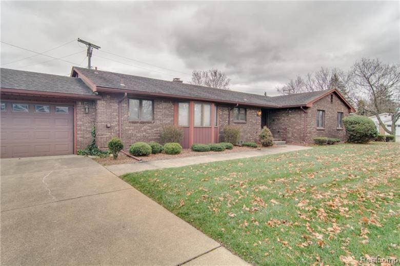 25673 GRACELAND Circle, Dearborn Heights, MI 48125
