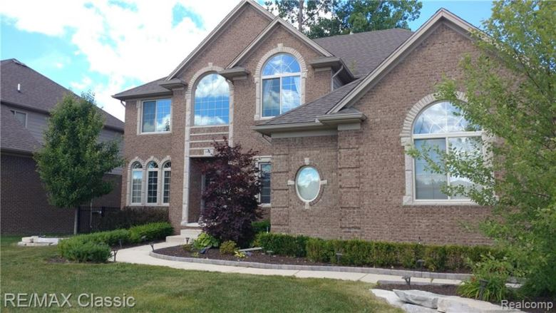 39073 NAUTICAL Lane, Harrison Twp, MI 48045