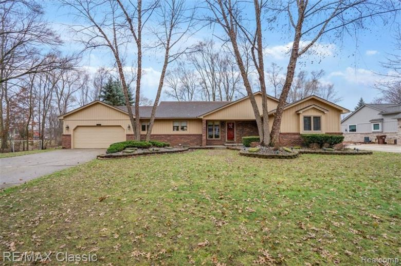 1733 ASHLEY COURT, Commerce Twp, MI 48390