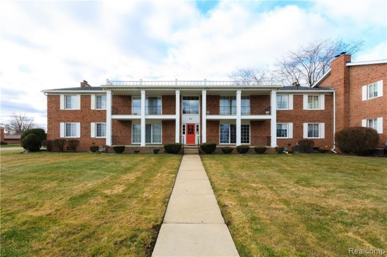 29601 JEFFERSON Avenue #1, St. Clair Shores, MI 48082