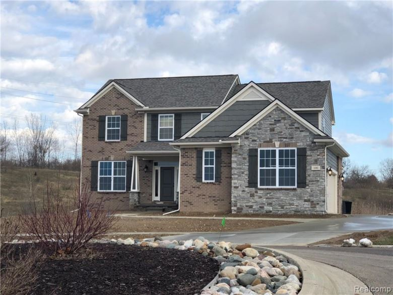 1151 Glass Lake Circle, Oxford, MI 48371