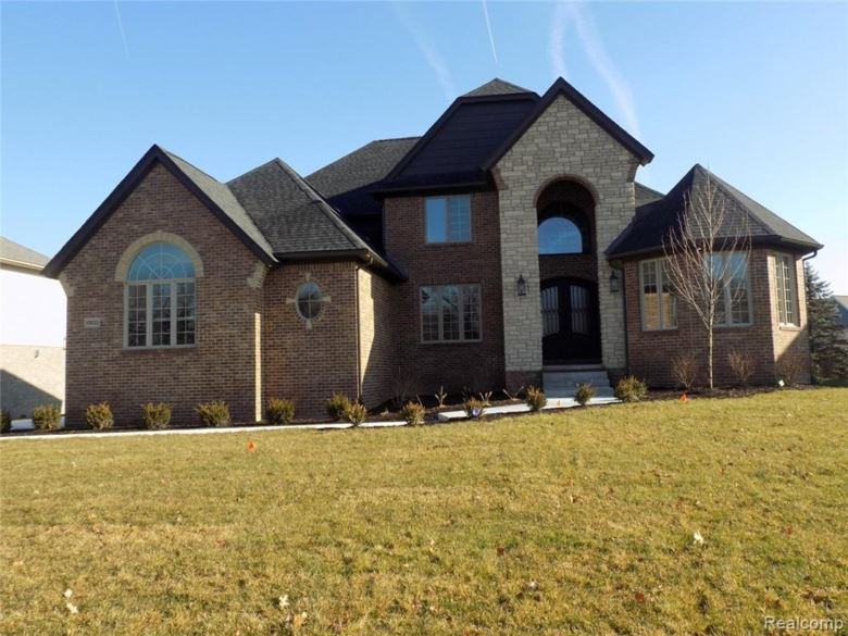 10653 STONEY POINT Drive, South Lyon, MI 48178