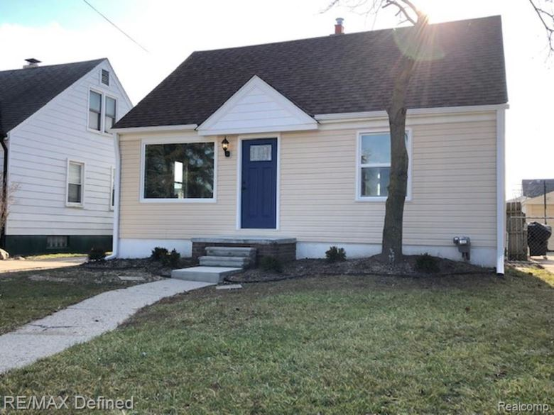 22448 Downing St, St. Clair Shores, MI 48080