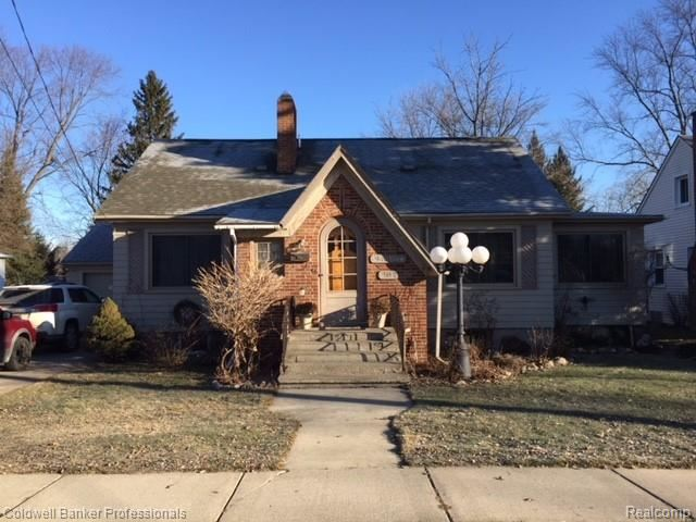 902 W SILVER LAKE Road, Fenton, MI 48430