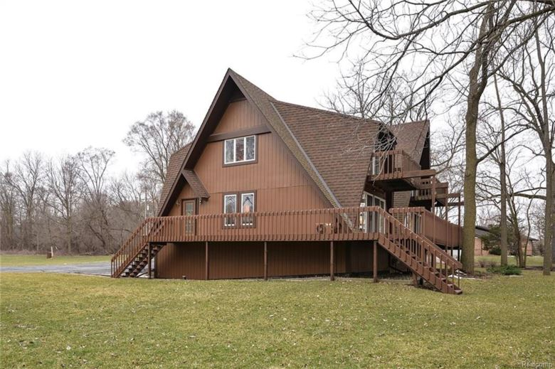 260 E SHORE Drive, Whitmore Lake, MI 48189