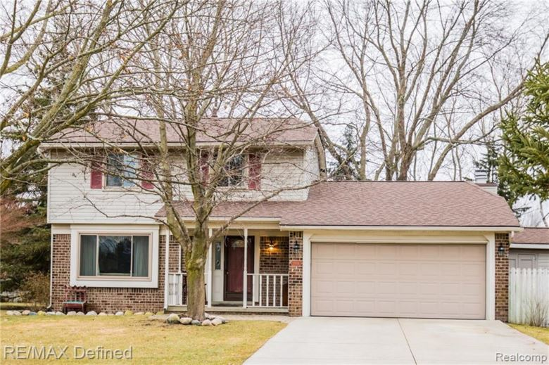 5524 FOX CHASE Lane E, Clarkston, MI 48346