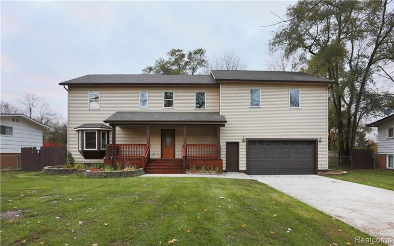 1895 BIG TRAIL Road, Commerce Twp, MI 48390