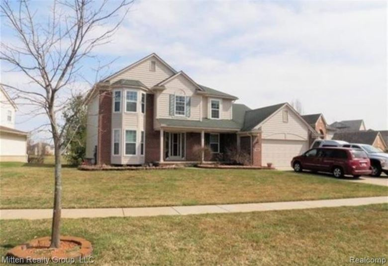 1920 TWIN SUN Circle, Walled Lake, MI 48390