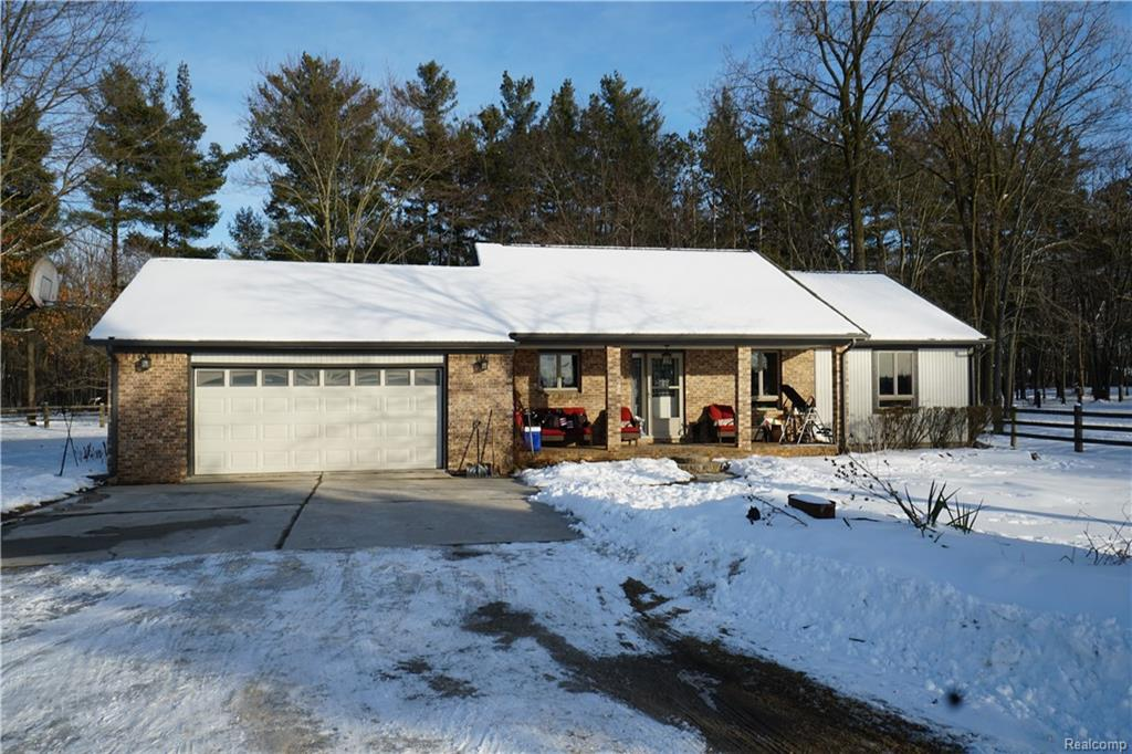 3015 W MAPLE Road, Wixom, MI 48393