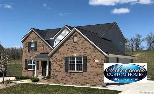 1339 GLASS LAKE Circle, Oxford, MI 48371
