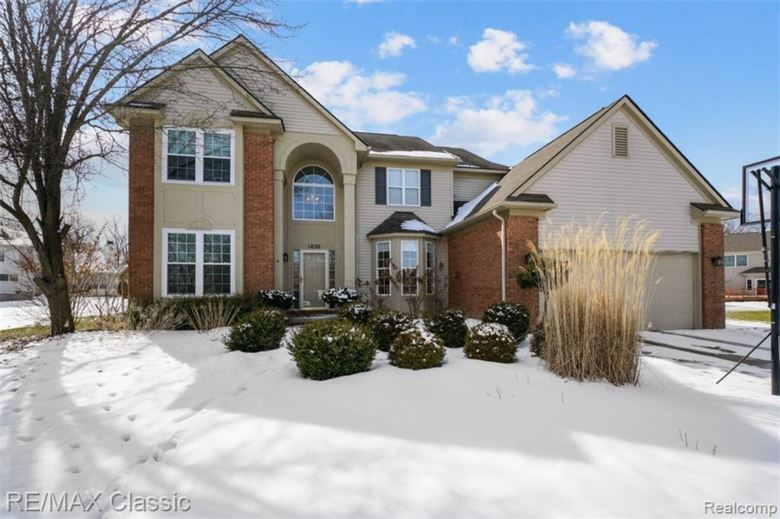 1830 BIRCHWOOD Circle, Commerce Twp, MI 48390