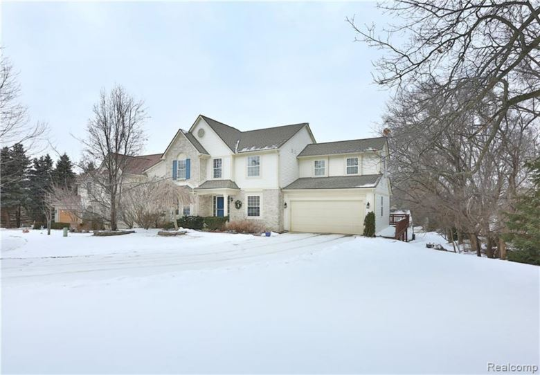 1251 GLENWOOD Court, Walled Lake, MI 48390