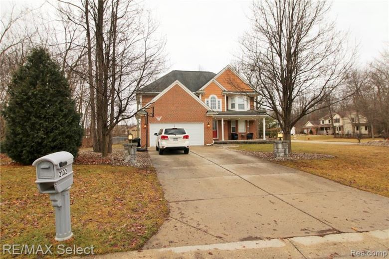 2102 LARKSPUR Lane, Grand Blanc, MI 48439