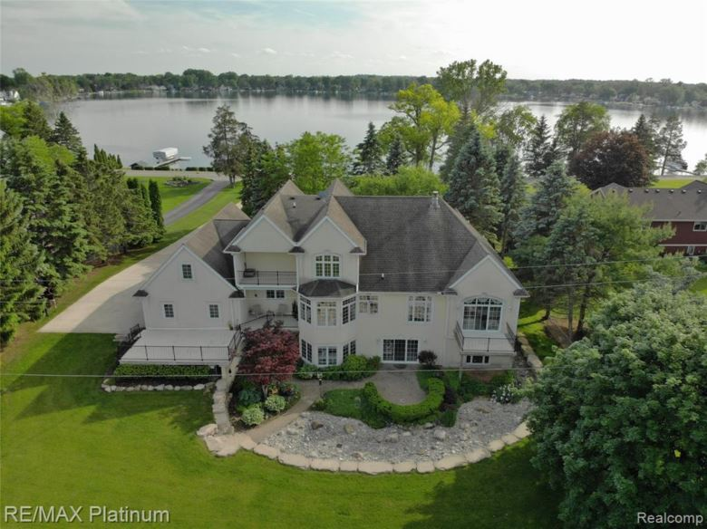 9175 SILVERSIDE Drive, South Lyon, MI 48178