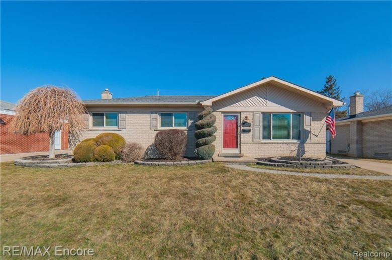 8739 HAMILTON EAST Drive, Sterling Heights, MI 48313